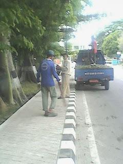 Pasukan Kuning Terus Bersihkan Kota Kayuagung