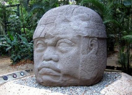 Cabeza Olmeca en el museo La Venta de Villahermosa (Foto de Elelicht, lic. CC)