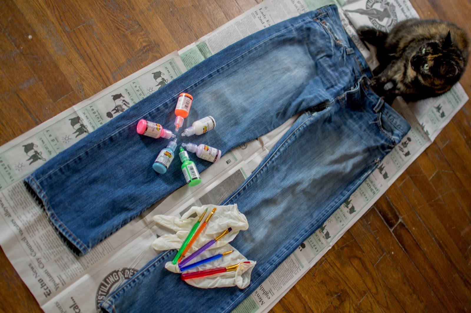 paint splatter jeans diy