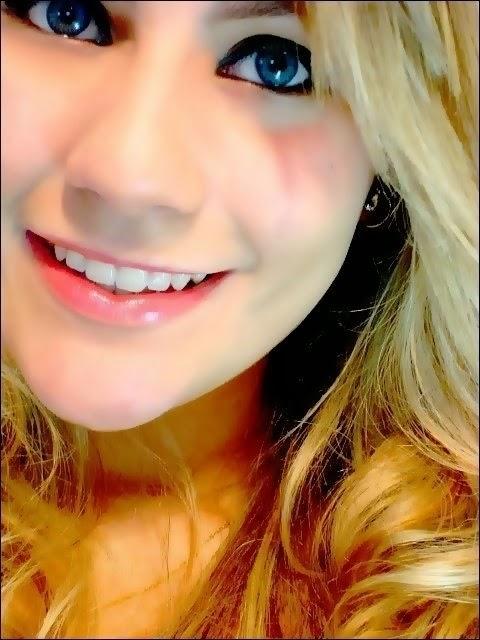 Fotos Fake De Meninas Olho Azul