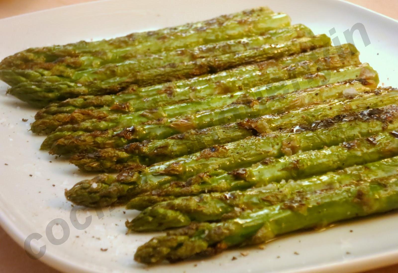 Cocina con quenyin esp rragos verdes a la plancha for Como cocinar salmon plancha