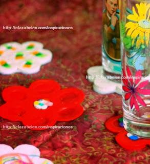 http://clarabelen.com/inspiraciones/2751/como-hacer-posavasos-con-tapones-de-plastico-reciclados/