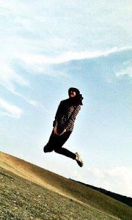 manusia melompat