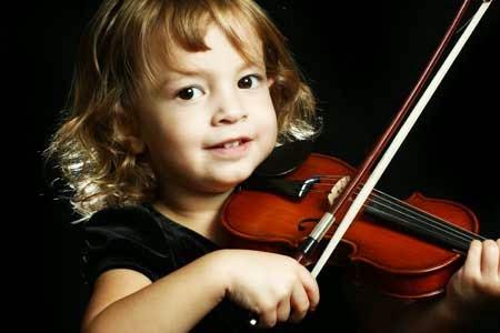 tocar violin ayuda a los niños