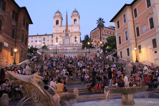 The crowds at Spanish Steps in Rome, Italy