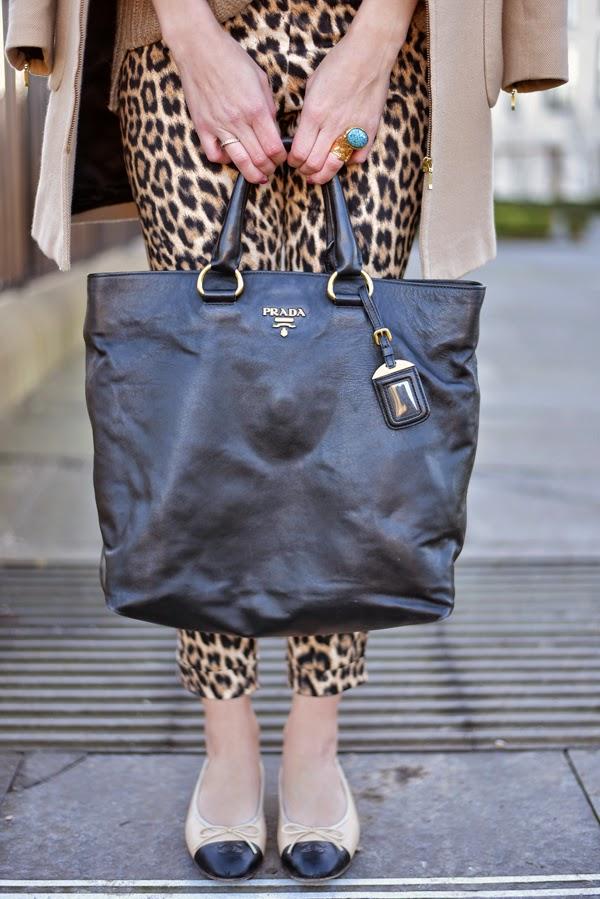 LamourDeJuliette_Leo_Pants_Outfit_Beige_Chanel_Flats_FashionBlog_001