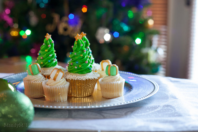 Christmas Tree Cupcakes - Image From http://www.mandymortimer.com/christmas-tree-cupcakes/