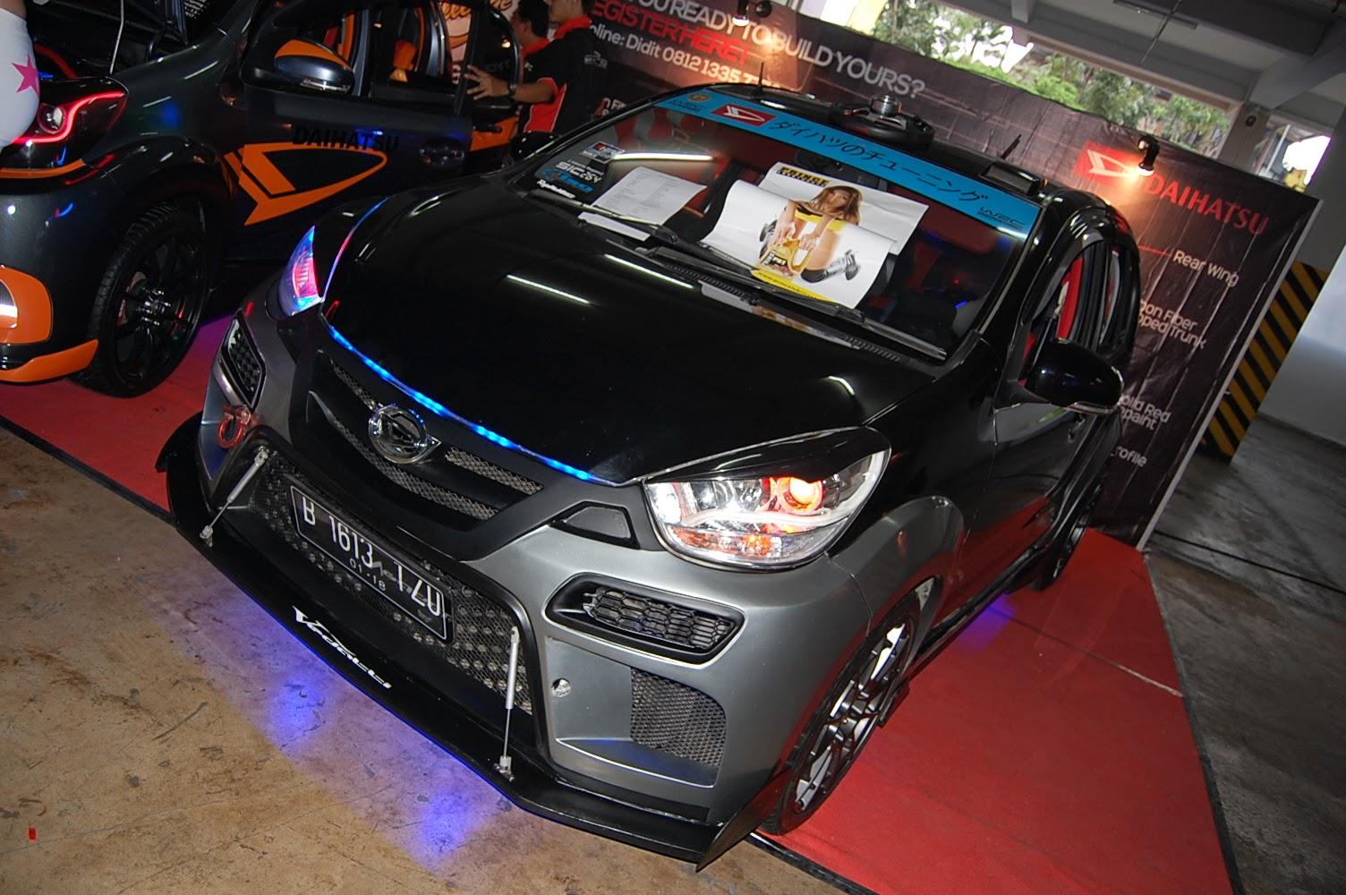 Modifikasi Mobil Daihatsu Sirion Racing