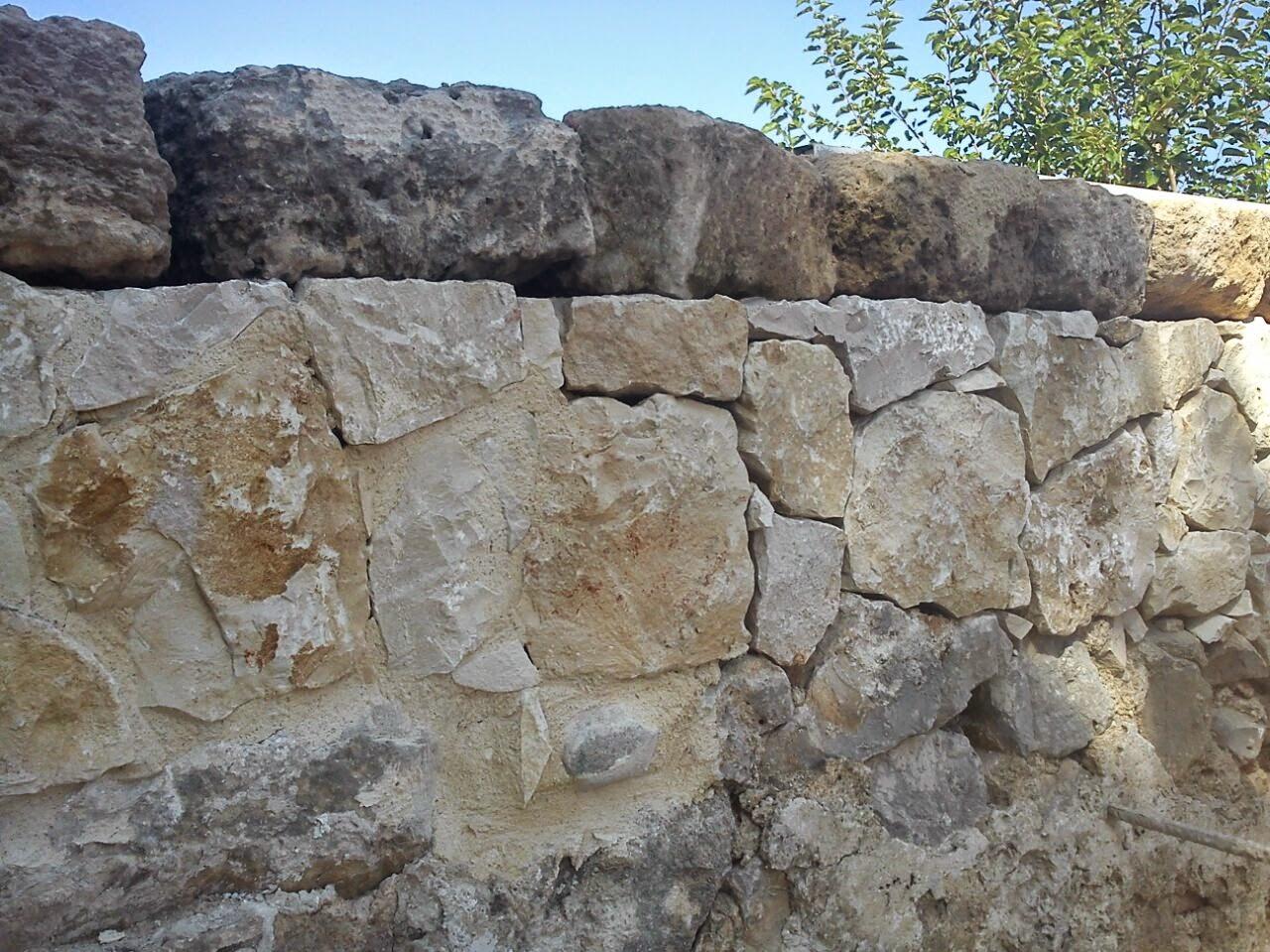 Reformas en general fachadas paredes y muros de for Paredes tipo piedra