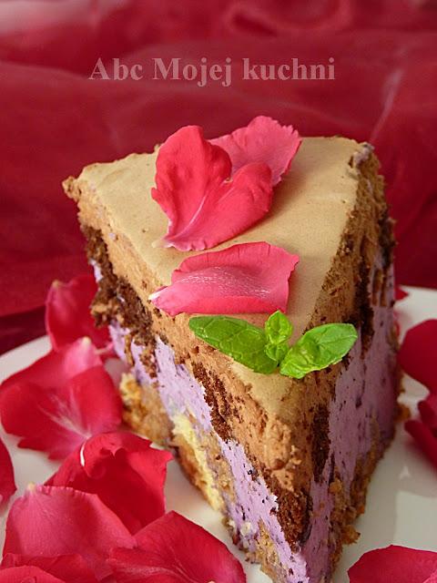 Tort w salaterce