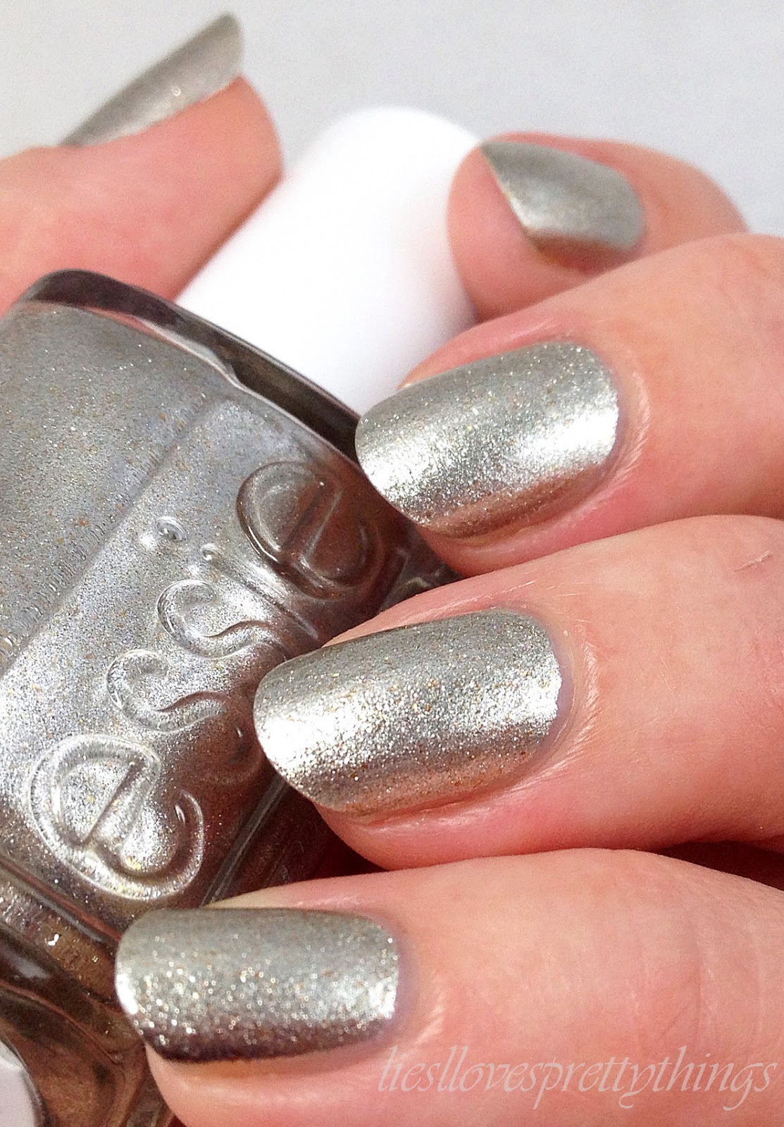 Essie Winter 2014-- Jiggle Hi, Jiggle Low swatch and review