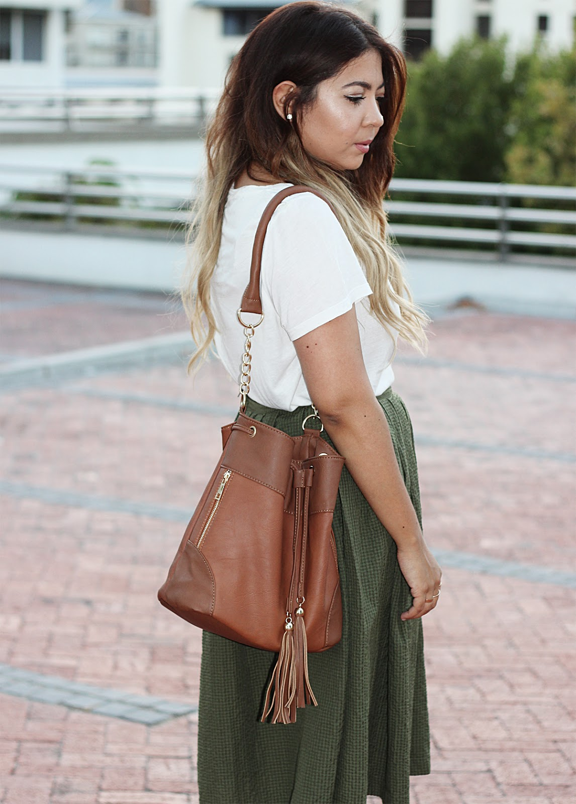 olive green midi skirt, mr price midi skirt, topshop t shirt, bucket bag, fashion blogger cape town, nude strappy heels