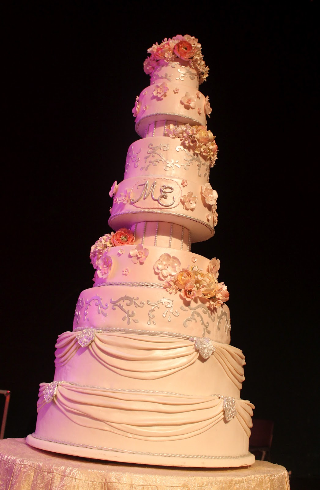 Complete deelite marie ernie 39 s 9 tier wedding cake for Wedding cake layer