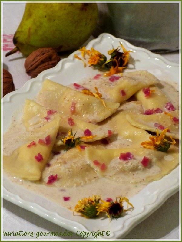 http://variations-gourmandes.blogspot.fr/2012/03/demi-lunes-tomme-de-savoie-et-poires.html