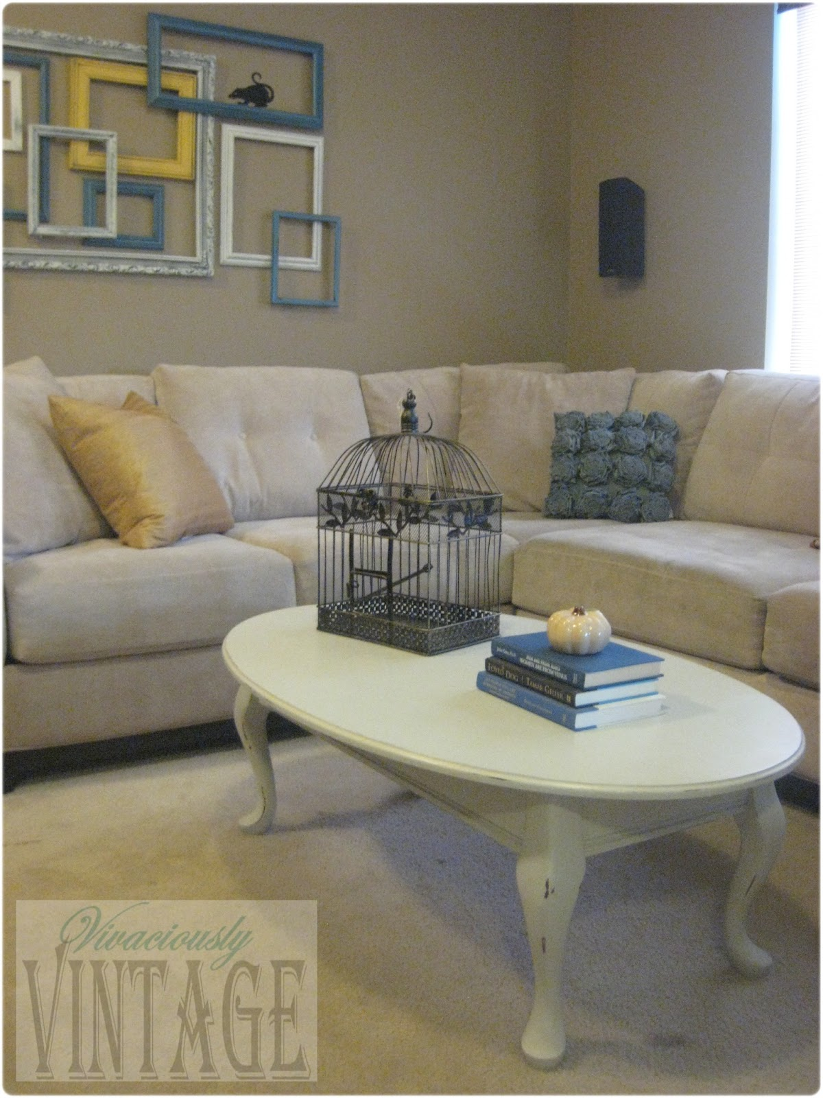 Ansley Designs Queen Anne is Distressed Chalkpaint Coffee Table