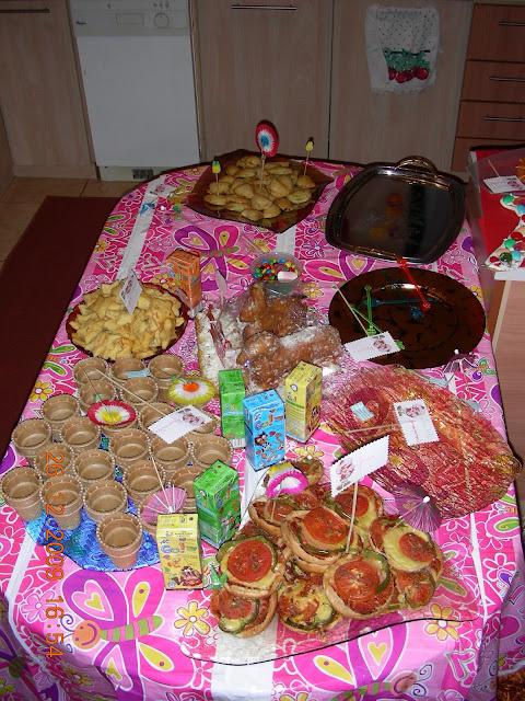 Μπουφές για πάρτι γενεθλίων της Φραουλίτσας