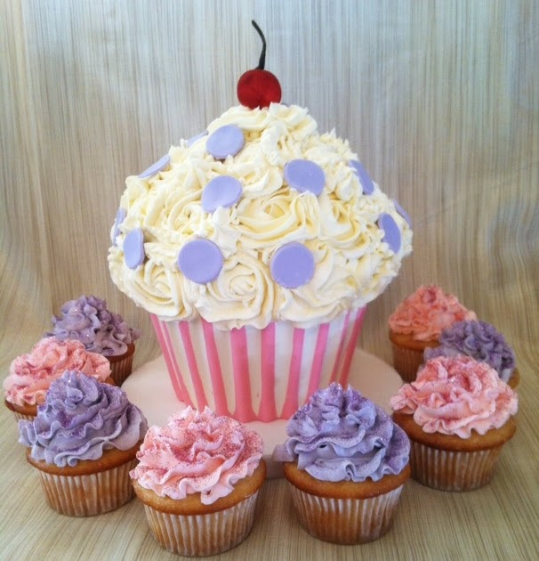 Sweet Eats Cakes: Cupcake Cake 1st Birthday