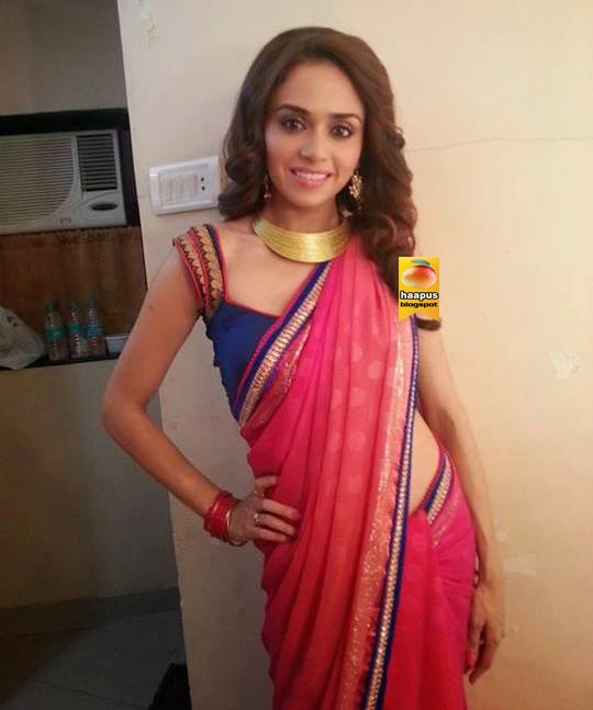 Amruta Khanvilkar Cute Photos in Saree | Cute Marathi actresses ...