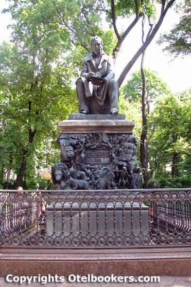 The_Monument_of_Ivan_Krylov_Summer_Garden