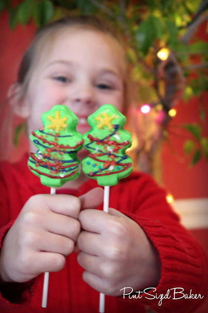 These Dressed Up Peep Pops are perfect for children to decorate as a fun Christmas activity! I think they will great however you decide to decorate them!