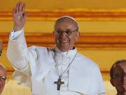 Modifican el escudo papal de Francisco I. Vean sus cambios