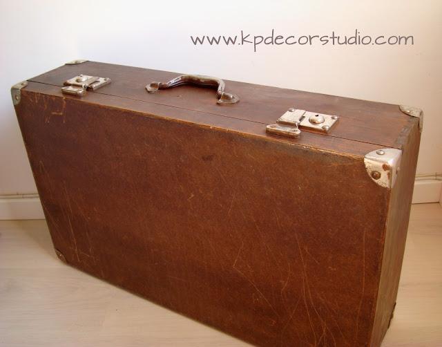 baul antiguo de madera. comprar maletas antiguas para decoración vintage de salon