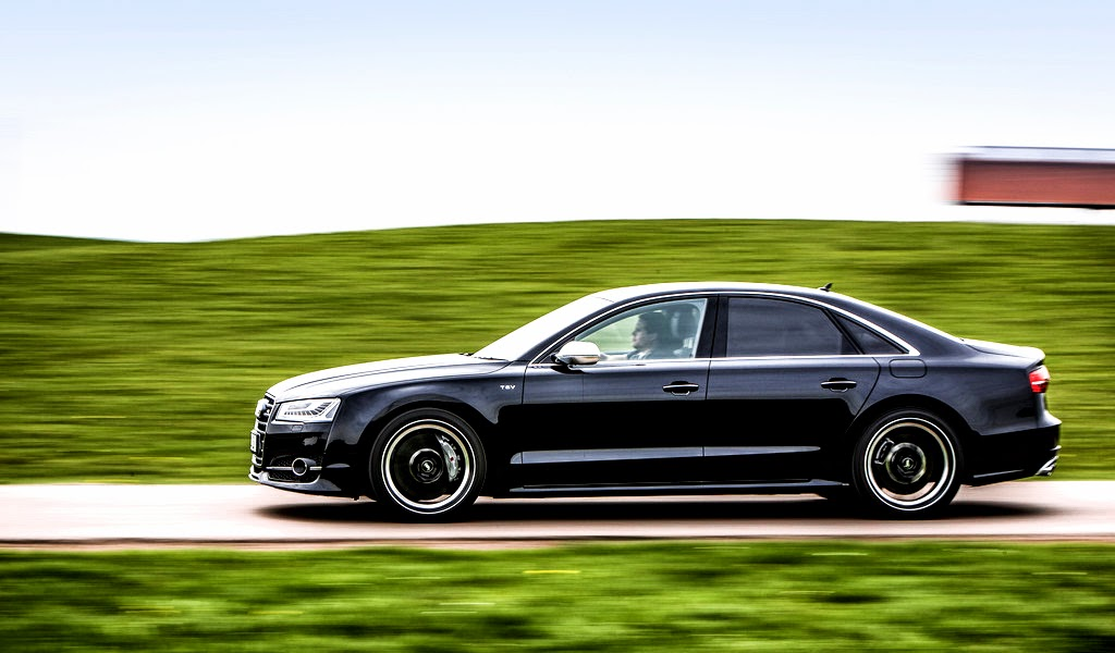 2014 Audi S8 Side Wallpaper