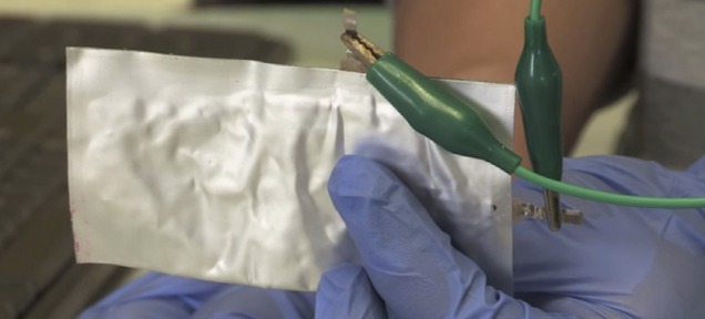 This aluminum battery fully charges in just 60 seconds