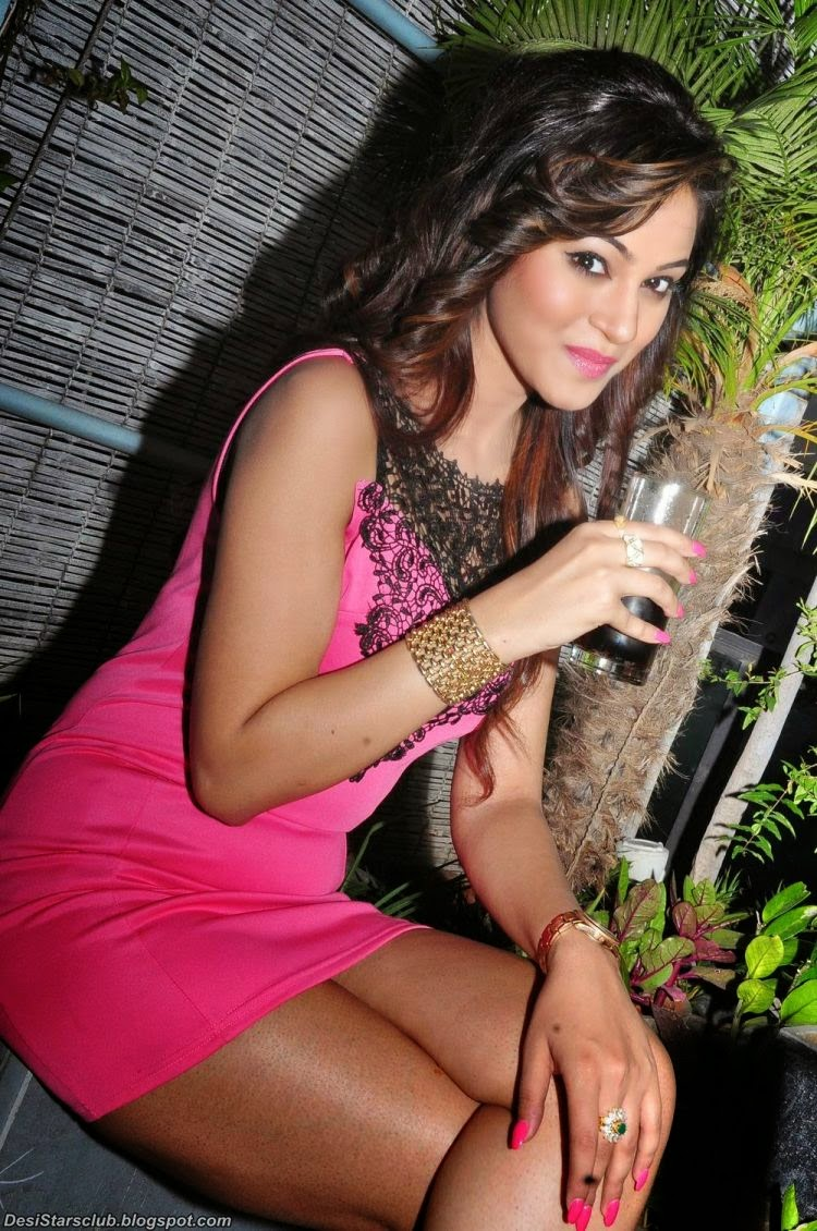 Shilpi Sharma Looks Gorgeous in Pink Dress