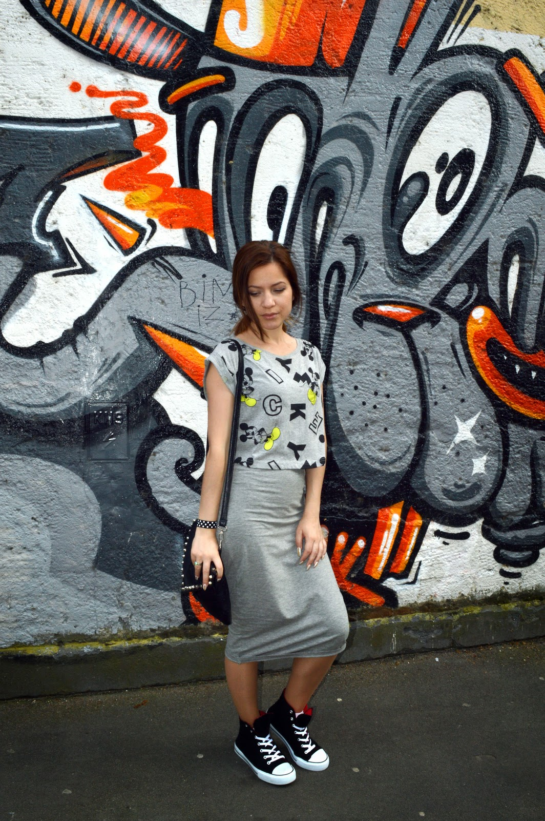 outfit, deichmann black sneakers, black converse, grey pencil skirt, crop top and pencil skirt, terranova grey mickey mouse print crop top