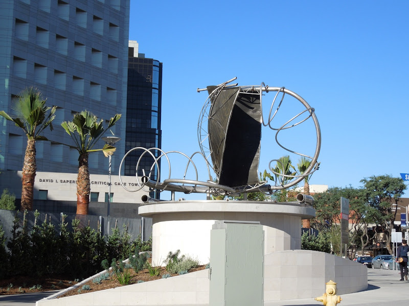 Cedars Sinai metal sculpture San Vicente Boulevard