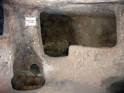 أحد عجائب الدنيا :- مدينة تحت الأرض تتسع لـ 30 الف شخص فى تركيا Bar_derinkuyu.jpg