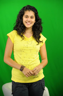 Tapsee Pannu in yellow t shirt without makeup