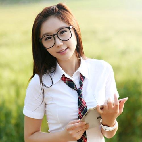 Cute Korean School Girl simple hairstyle for School