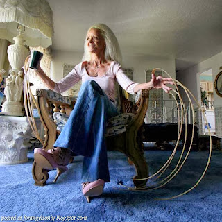 World's Longest Fingernails – Lee Redmond