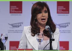 Presidenta de Argentina reapareció defendiendo las estatizaciones ante empresarios