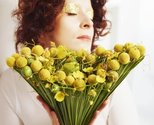 bukett craspedia, bukett vävt gräs, bouquet craspedia, bouquet billy buttons, bouquet woven grass