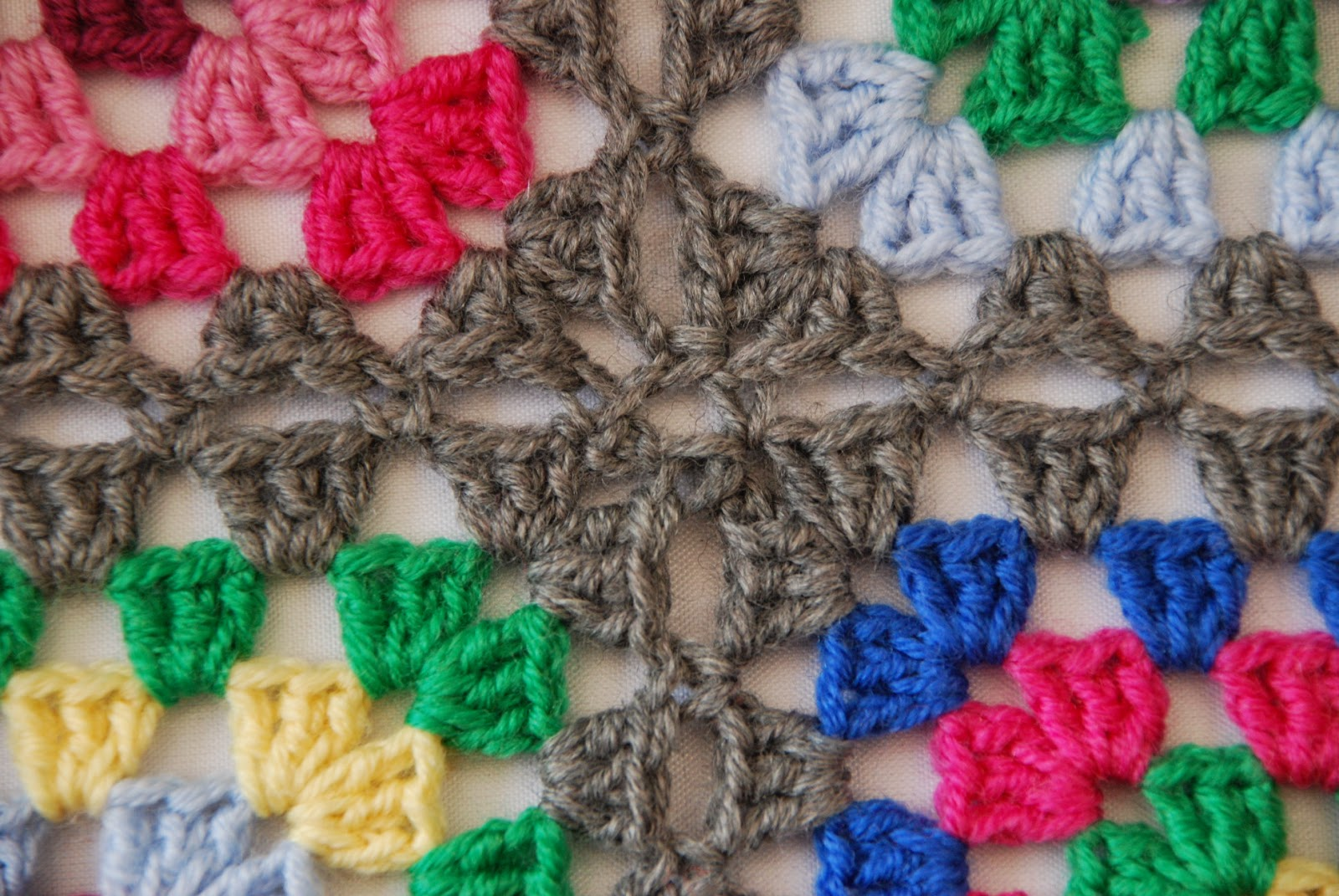 Granny square pattern tutorial: image of 4 squares joined together