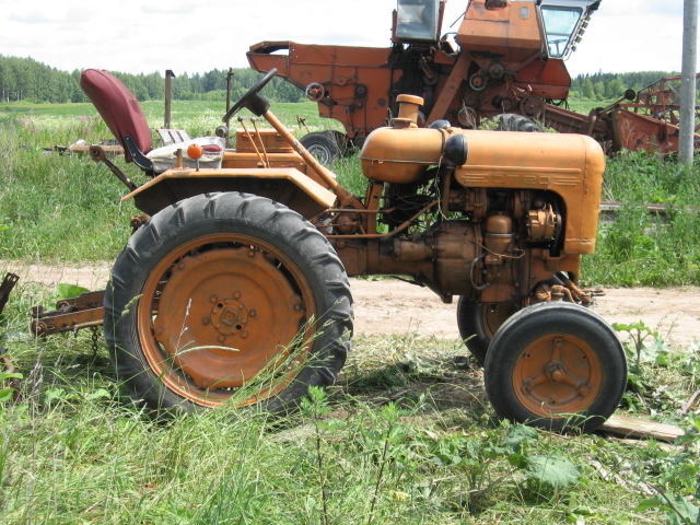 Харьковский тракторный завод: Фотографии колесного трактора ХТЗ ДТ-20