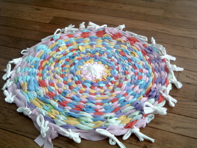 ... The Hula Hoop Rug! We Went Through Our Old T Shirts And Found Some To  Use. Of Course, You Can Get T Shirts From Your Local Thrift Store U2014 Any  Will Do ...