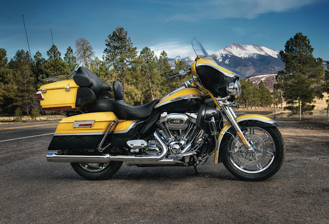 2012-Harley-Davidson-FLHTCUSE7-CVOUltraClassicElectraGlide-Yellow