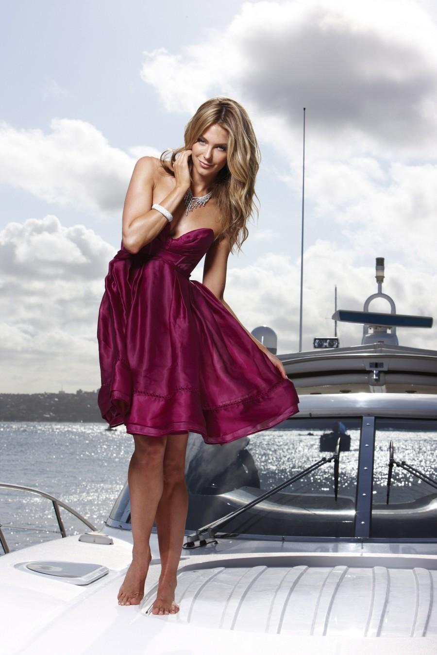http://2.bp.blogspot.com/-gOk89c3GkXI/Tz-qdc2E31I/AAAAAAAALFI/Y6Ph4mE6FAI/s1600/Jennifer+Hawkins+-+Sydney+Harbour+Photoshoot_08.jpg