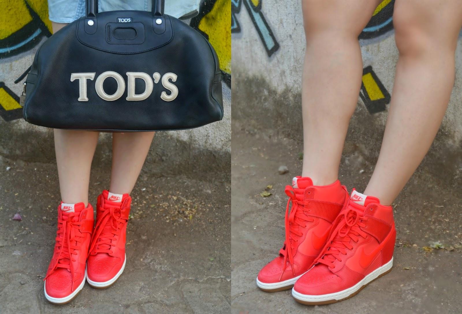 Nike Dunk Sky Hi in red , Tods bag