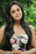 Karthika Nair latest photo shoot-thumbnail-11