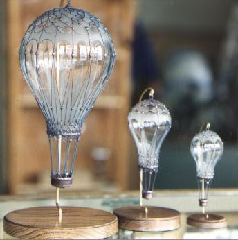 Crear un globo aerostático con bombillas viejas