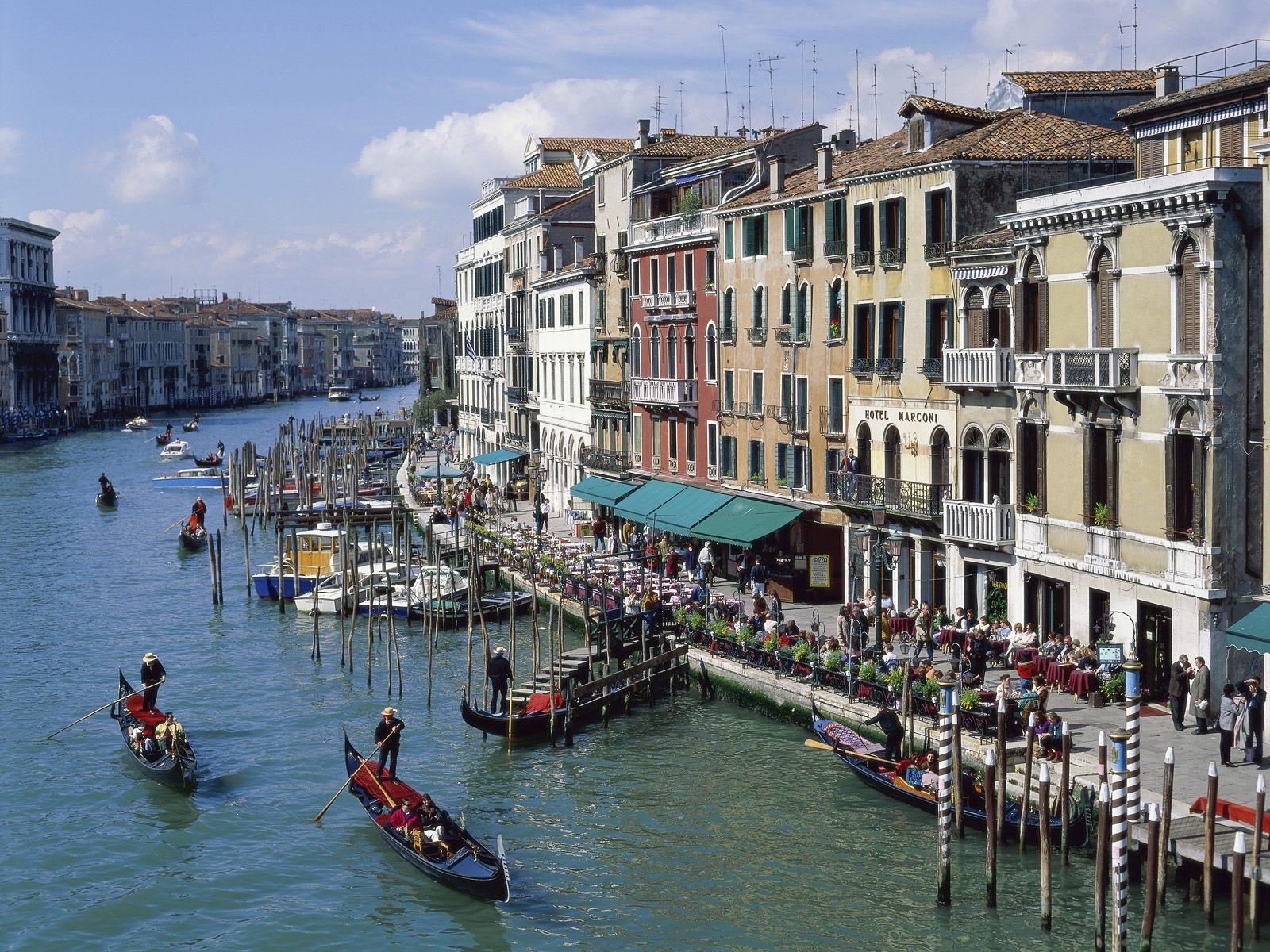 http://2.bp.blogspot.com/-gPRKzJYVnyQ/Tcp4waT_RJI/AAAAAAAACYE/h4f9lrbnsgM/s1600/The+Grand+Canal+of+Venice%252C+Italy.jpg