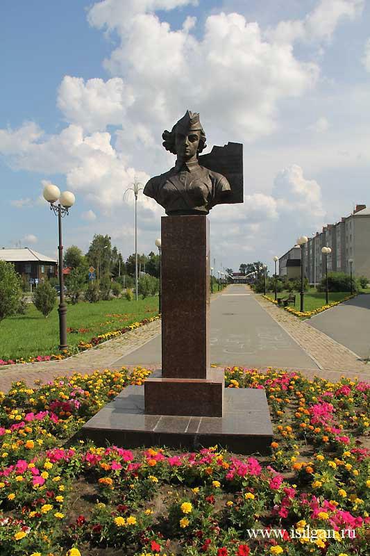 Памятник Поэтессе Юлии Друниной.