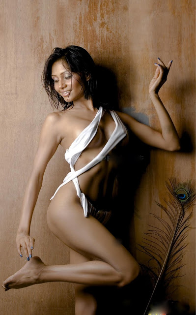 the funtoosh page have funbath hot model kristna naked