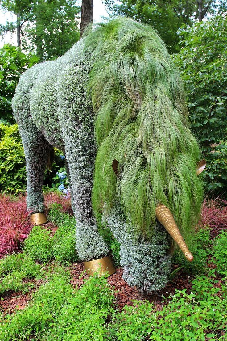 10 beautiful pictures gardens topiary photos hub - Treppenstufen garten ...