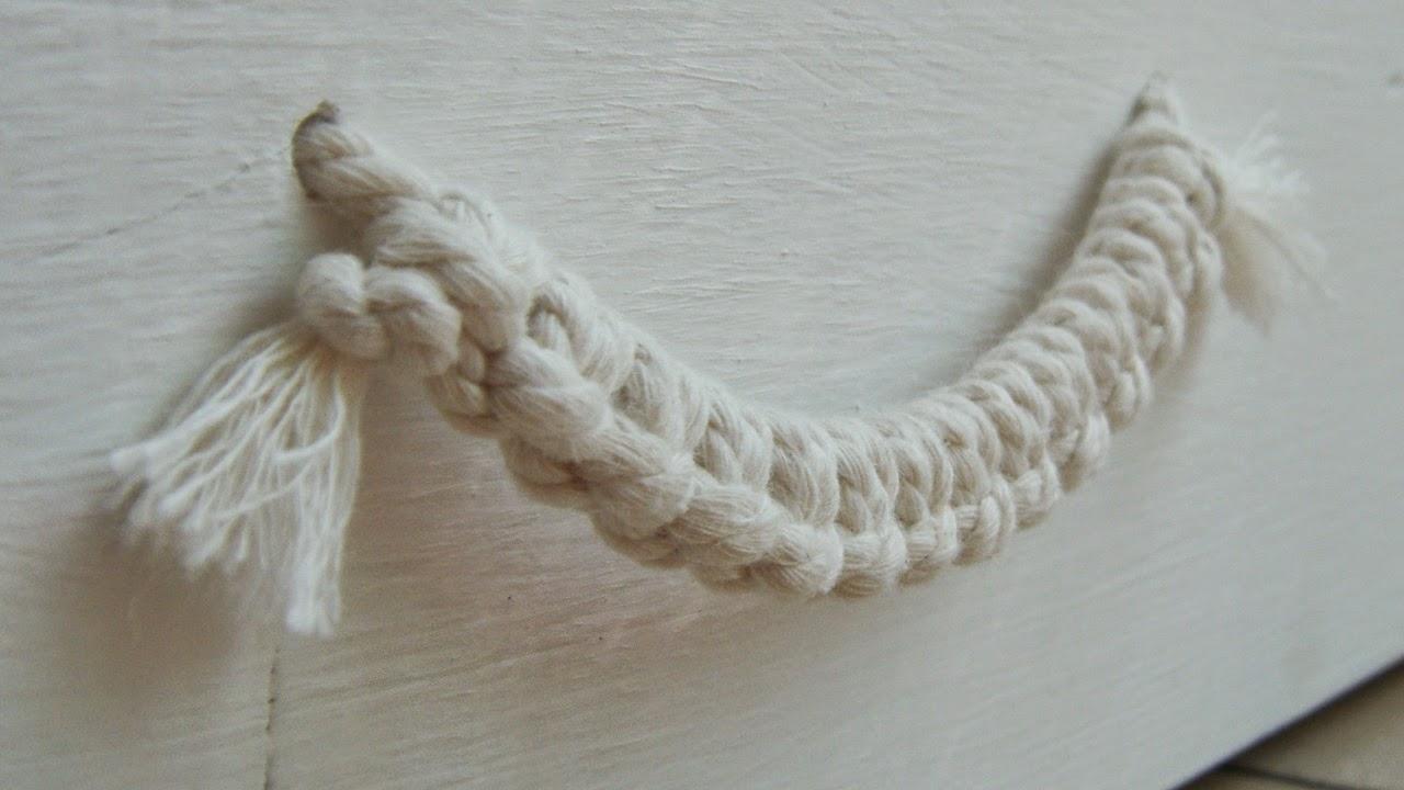 Pormenor do puxador trabalhado com fio de algodão
